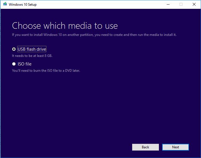 قم بإنشاء وسائط تثبيت Windows على USB.